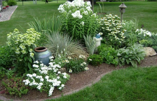 8 Best Weed Killer For Flower Beds 2020 Reviews Guide