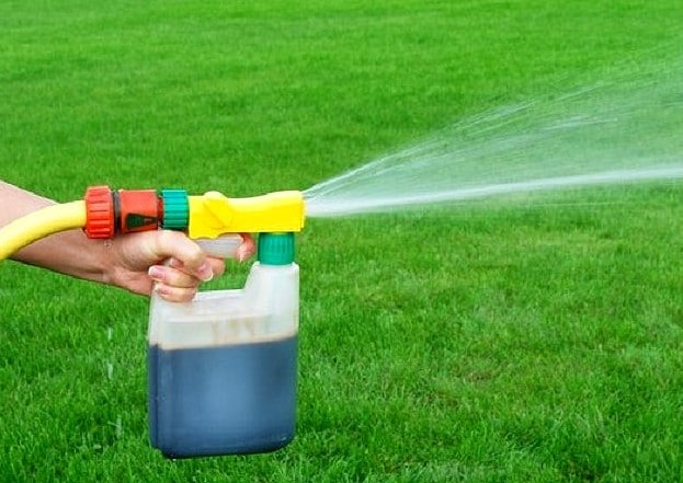 How to Apply Liquid Fertilizer to Lawn?
