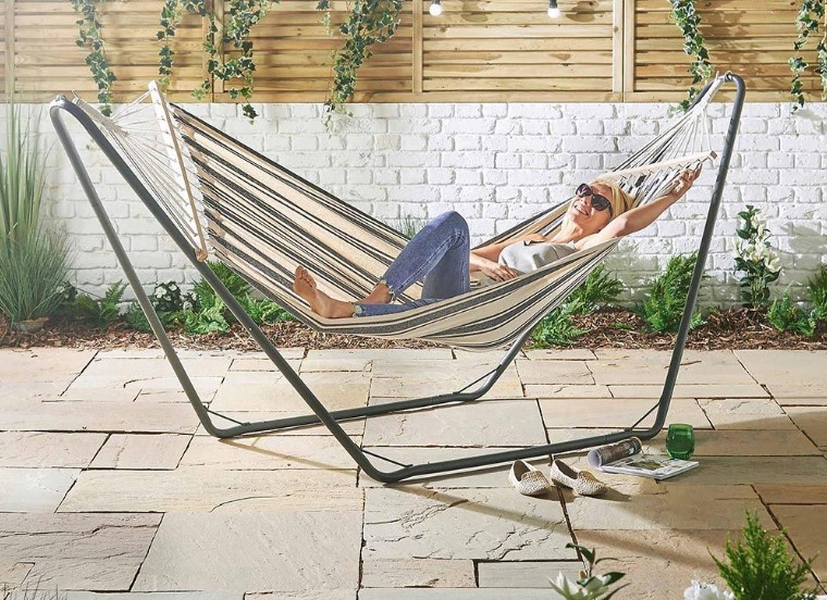 The Best Hammock with Stand: Relaxing & Sleeping in Backyard
