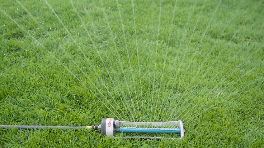 How to Use Oscillating Sprinkler?