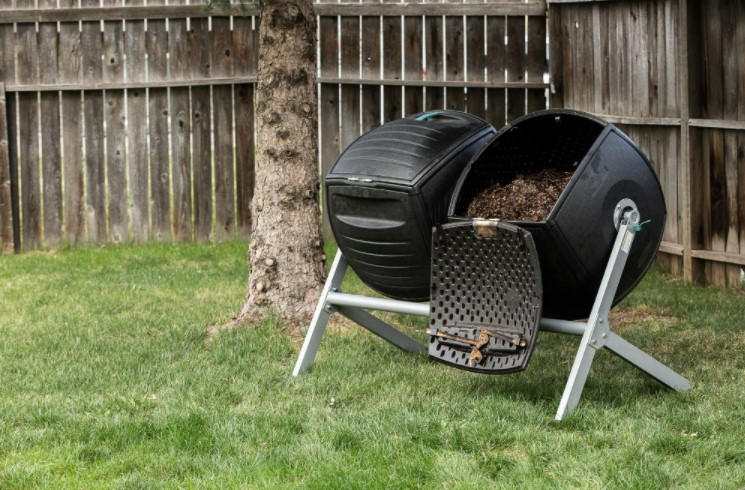The Best Compost Tumbler Options For Your Garden Use
