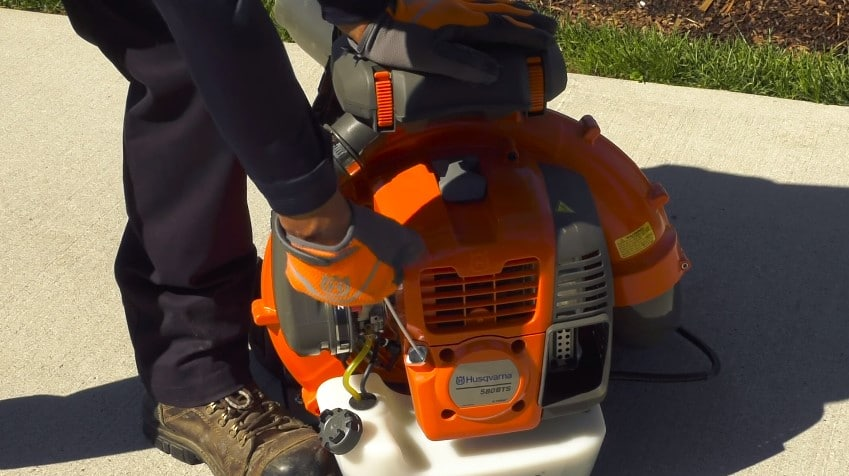 How to Start a Backpack Leaf Blower?